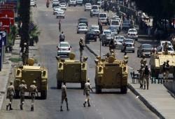 فيديو.. انتشار مدرعات الجيش على طريق السويس
