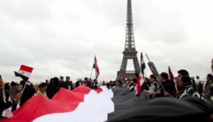 مظاهرة للجالية المصرية بباريس للمطالبة برحيل قائد الانقلاب