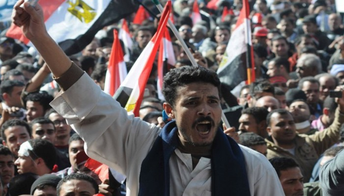 """المصريون """"إيد واحدة"""".. ميدان التحرير يتهيأ لإسقاط الخائن"""
