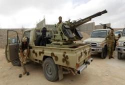 """غارات لقوات حفتر على """"سرت"""" الليبية و""""الوفاق"""" تتهم الإمارات"""