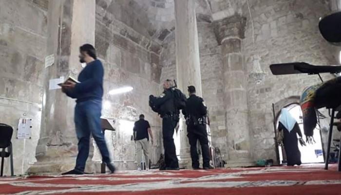 الاحتلال يعتقل 6 فلسطينيين ويقتحم مصلى باب الرحمة