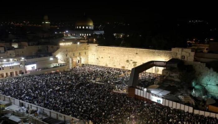 """عشرات آلاف الصهاينة يقتحمون """"الأقصى"""".. والمقدسيون يستنجدون"""