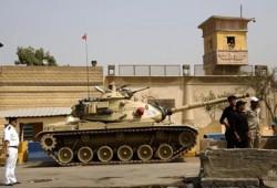 أسرة إعلامي مصري معتقل تؤكد إخفاءه من سجن العقرب