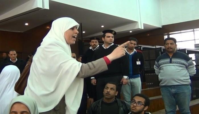 نقل عائشة الشاطر إلى مستشفى السجن بعد تدهور حالتها بسبب الإضراب