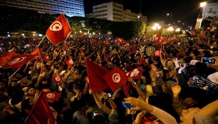 نهنئ الشعب التونسي ورئيسه المنتخب