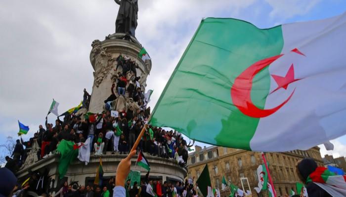 رسميًّا.. قانون يمنع العسكريين في الجزائر من ممارسة السياسة