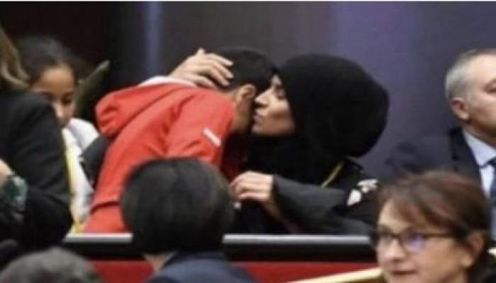 العنصرية ضد المسلمين تتجدد.. كيف تهز قطعة قماش كيان فرنسا؟
