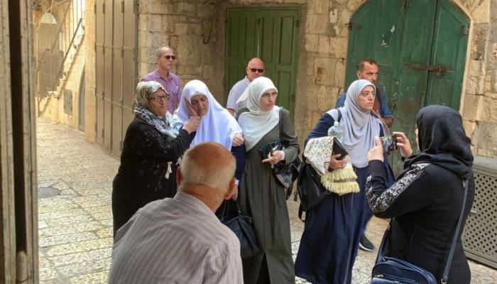 تجدد اقتحام الأقصى واعتقال العشرات وحملات لمقاطعة الحسابات الصهيونية