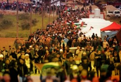 """شهيد وعشرات المصابين بغارات على غزة في جمعة """"يسقط وعد بلفور"""""""