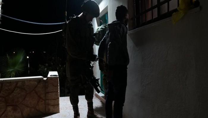 الاحتلال يصيب مواطنًا بالرصاص ويعتقل 6 فلسطينيين بينهم وزير القدس