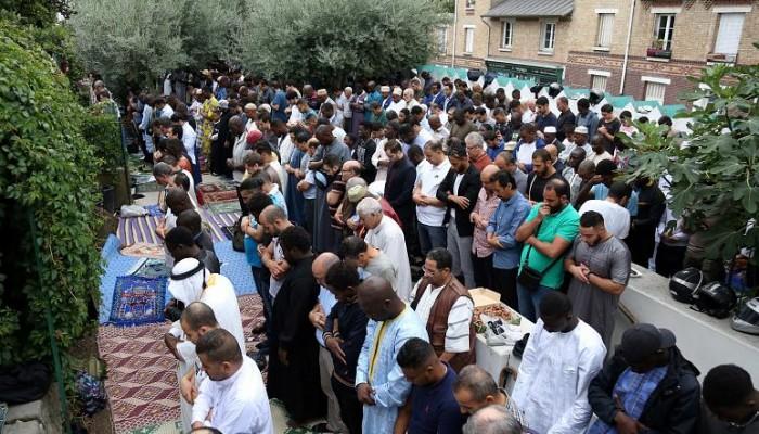استطلاع: 42% من المسلمين في فرنسا تعرضوا للعنصرية والتمييز