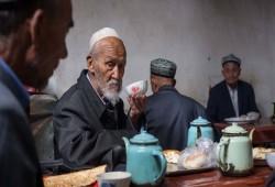 توثيق نحو 500 معسكر وسجن في الصين لاحتجاز مسلمي الإيجور