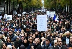 مظاهرة حاشدة لآلاف الفرنسيين ضد الإسلاموفوبيا