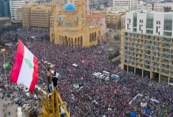 اللبنانيون يقطعون الطرق مجددًا والاحتجاجات تستعيد زخمها في العراق