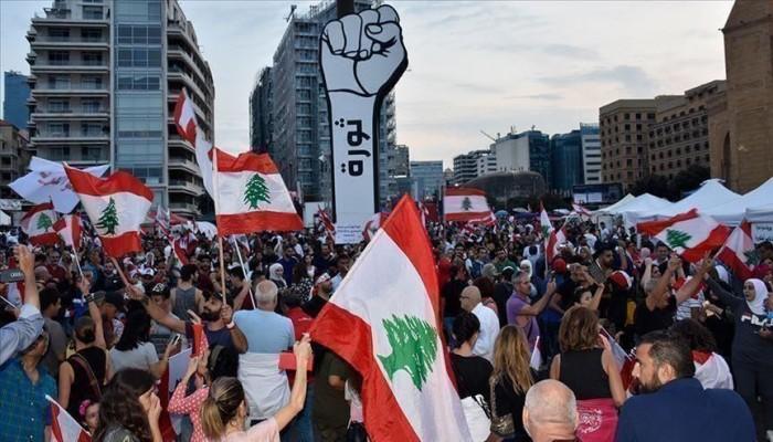 اللبنانيون يُضربون وقتلى باحتجاجات عراقية ورفض تصريحات البرهان بالسودان