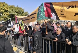 اعتصام أهالي معتقلين أردنيين بالسعودية أمام البرلمان