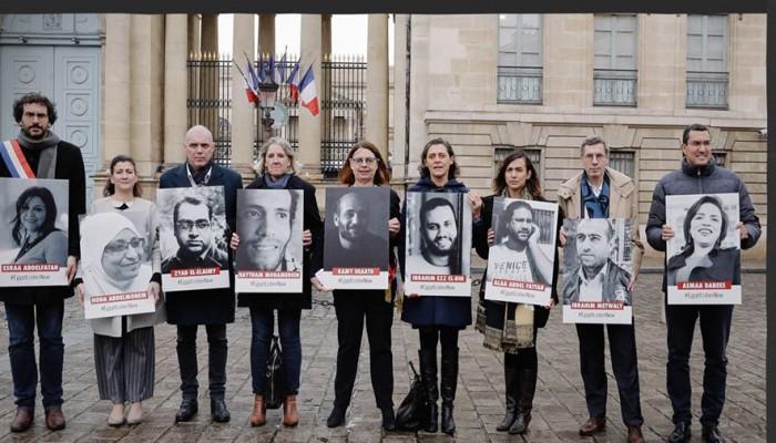 وقفة احتجاجية لمنظمة العفو الدولية بباريس تنديدَا باعتقال المعارضين بمصر