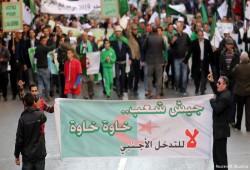 مئات الجزائريين يتظاهرون تنديدًا بالتدخل الأجنبي ودعمًا للانتخابات