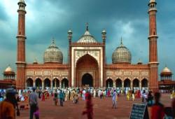 """هندوسي يعلن إسلامه ويشارك في بناء 90 مسجدًا تكفيرًا عن هدمه """"بابري"""" التاريخي"""