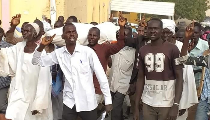 الجثامين أمام منازل المسئولين.. أحدث طرق الاحتجاجات السودانية