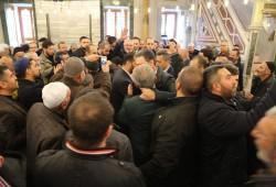 هنية يؤدي صلاة الجمعة بمسجد الفاتح وسط حضور جماهيري حاشد