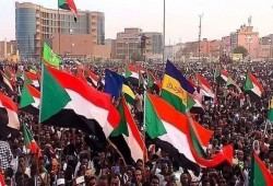 الشعب السوداني يحيي الذكرى الأولى لثورته بمظاهرات واسعة