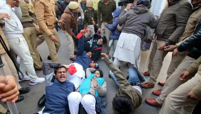 الهند تصعّد ضد المسلمين.. طوارئ بنيودلهي وقطع الإنترنت وارتفاع عدد القتلى والمعتقلين