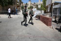 إجراءات أمنية مشددة في محيط المسجد الإبراهيمي والاحتلال يمنع الأذان