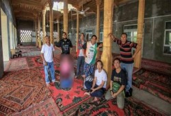 الصين تعتقل سائحين ماليزيين لأدائهم الصلاة في مسجد للإيجور