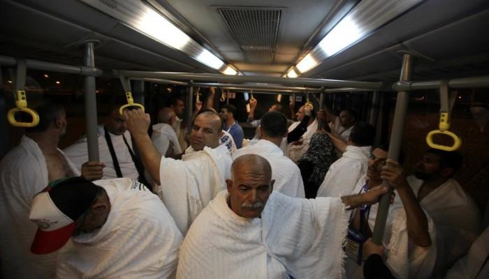 إذلال واعتقال.. الانقلاب يهين معتمري غزة ويستغلهم ماليًّا