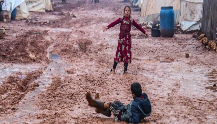 نازحو إدلب: حياة المخيمات أصعب من العيش تحت قصف بشار