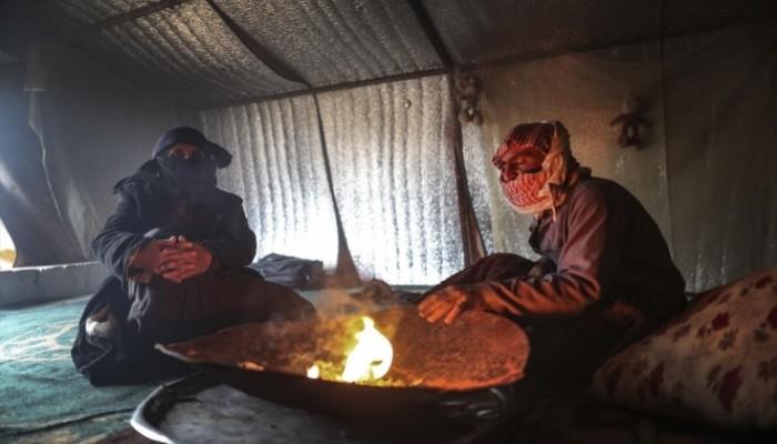 """الجوع والبرد والمرض تفتك بسكان مخيم """"سرمدا"""" السوري"""