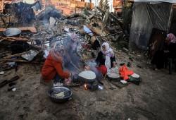 خيمة متهالكة.. مأوى عائلة غزاوية دمَّر الاحتلال منزلها