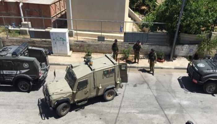 دهس طالبة واعتقال 12 فلسطينيا بينهم أسير محرر