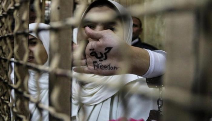 """استغاثة """"تقوى ناصر"""" وتدهور الحالة الصحية للحقوقية هدى عبدالمنعم وتجديد حبس إبراهيم متولي"""