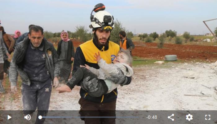 فيديو.. إنقاذ طفلة سورية على قيد الحياة من تحت أنقاض منزلها جنوبي حلب