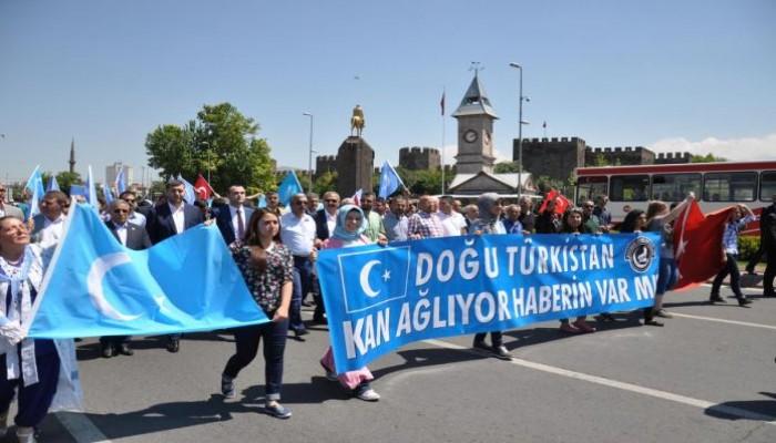 مظاهرة حاشدة في تركيا تضامنًا مع مسلمي الإيجور