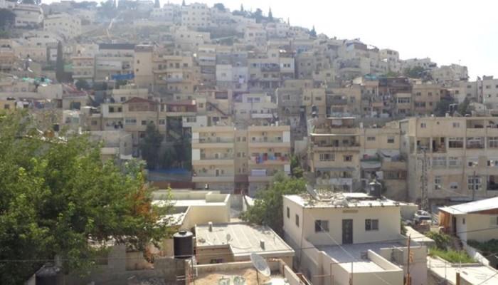 استشهاد مواطن واعتداء واعتقالات وحماس تحذر من إخلاء منازل قرب الاقصى