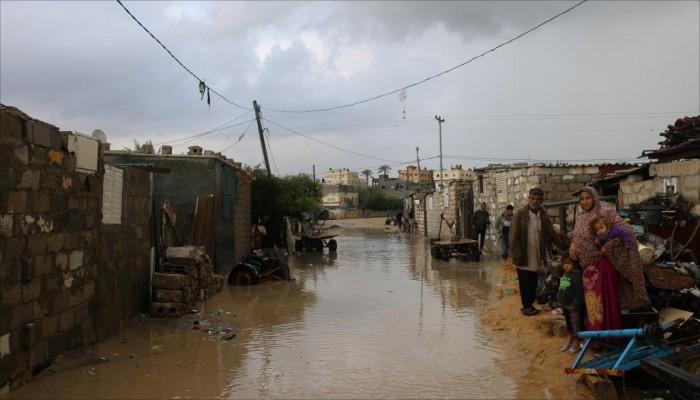 """""""سنشارككم الألم"""".. مبادرة لمساعدة فقراء غزة الذين يعيشون مآسي الشتاء"""