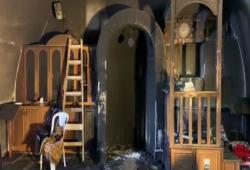 """متطرفون صهاينة يحرقون مسجدًا جنوب القدس.. وإبعاد الشيخ عكرمة صبري عن """"الأقصى"""""""