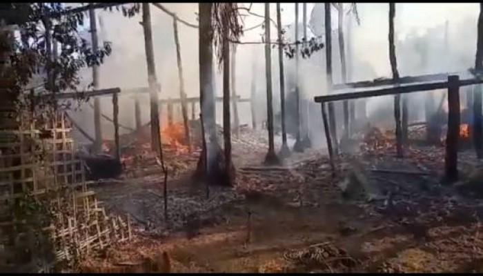 مقتل سيدتين وإصابة 7 آخرين إثر قذائف مدفعية على قرية للروهنجيا