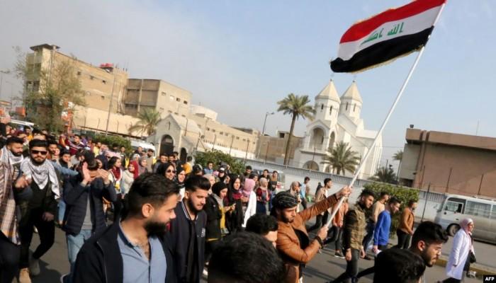 العراق.. إصابة 30 متظاهرا وإطلاق نار وحالات اختناق  في ذي قار بالناصرية