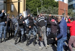 بعد الدعوة لمحاصرة البرلمان اللبناني.. قمع واعتقالات للمتظاهرين