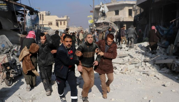 مقتل 18 مدنيا في حلب وإدلب.. والبرد والجوع يهددان أكثر من نصف مليون لاجئ