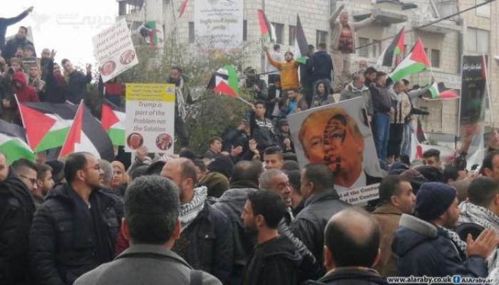 بمشاركة القوى الوطنية والإسلامية.. آلاف الفلسطينيين يحتشدون رفضًا لصفقة القرن