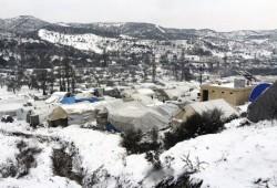"""""""فيديو"""".. مطالب بإنقاذ 30 ألف سوري بالمخيمات يقعون فريسة للبرد"""