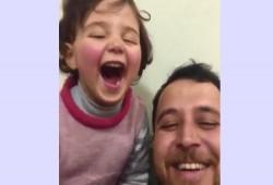 بالضحك بدلاً من البكاء.. أب سوري يعلم طفلته مواجهة الخوف من الصواريخ