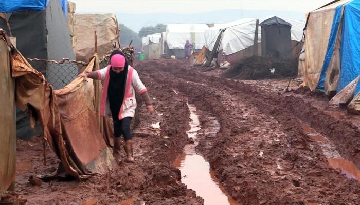 بسبب البرد.. نازحون سوريون يخاطرون بحياتهم بالعودة لمنازلهم لاستجلاب حاجياتهم