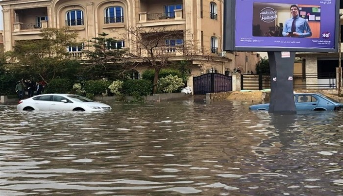#مصر_غرقت.. سخرية من فشل نظام قائد الانقلاب في التعامل مع الأمطار