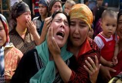أم إيجورية محتجزة في الصين تطالب بتمكينها من السفر لزوجها